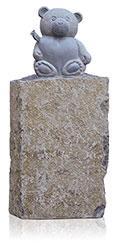 Kindergrabstein Basalt mit Ornament 9990*³ Bär mit Herz